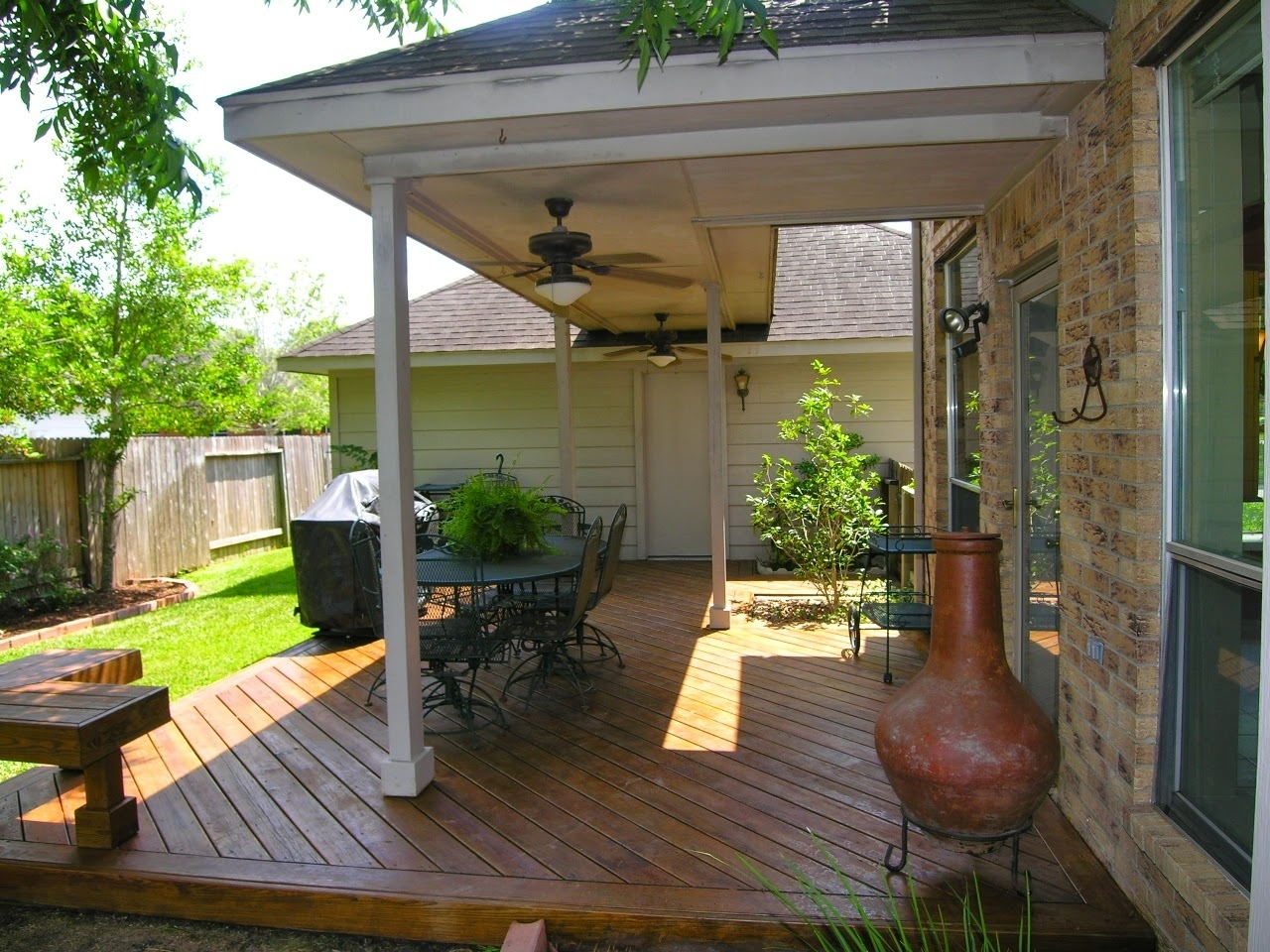 Image of: Ideas For Small Enclosed Patio Landscaping
