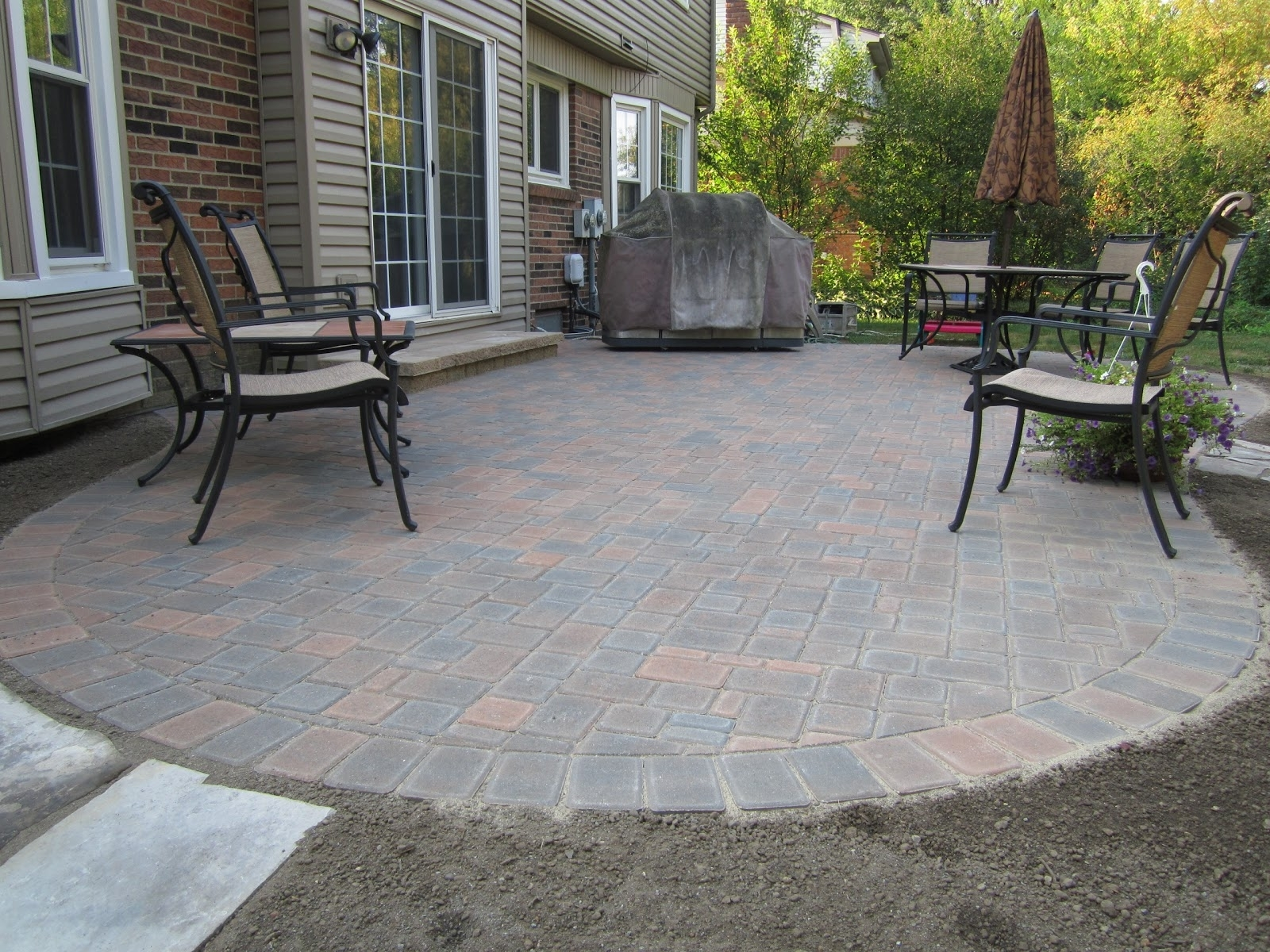 Image of: Minimalist Brick Paver Patio Ideas