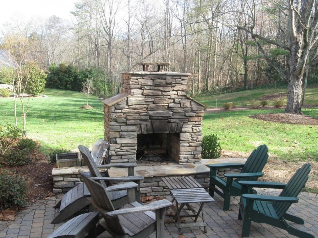 Rustic Patio With Firepit Ideas