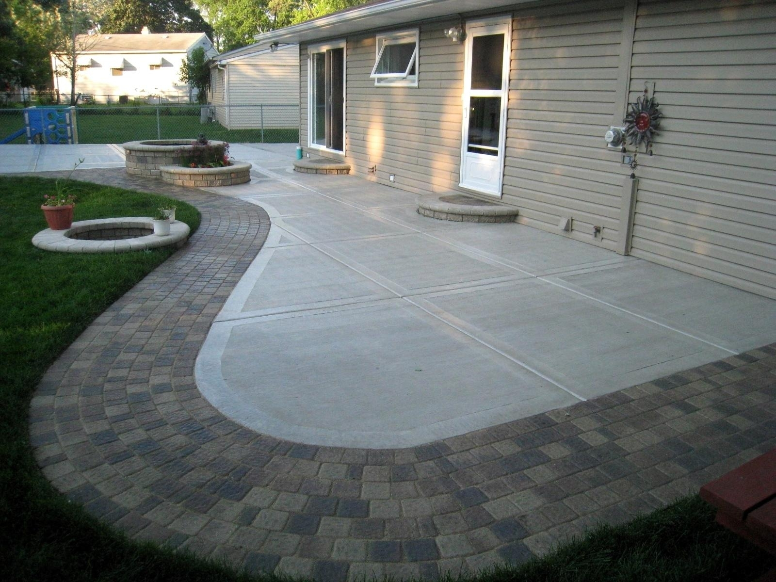Image of: Stamped Concrete Patio Ideas